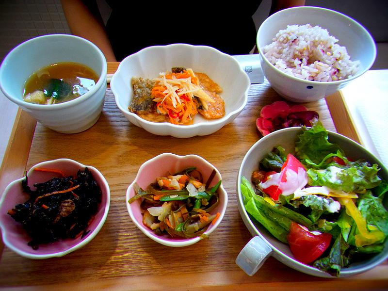 도쿄맛집 건강 일본 가정식 유토리 카페