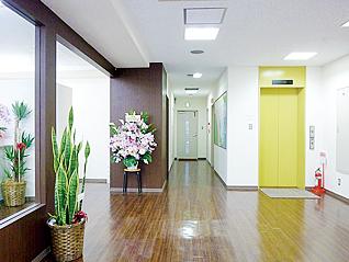 동경갤럭시 현관 및 교직원실